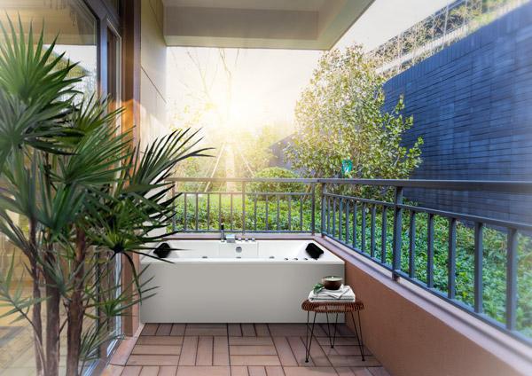 Bañera de exterior en verano